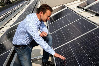 DeFabrique installs solar panels