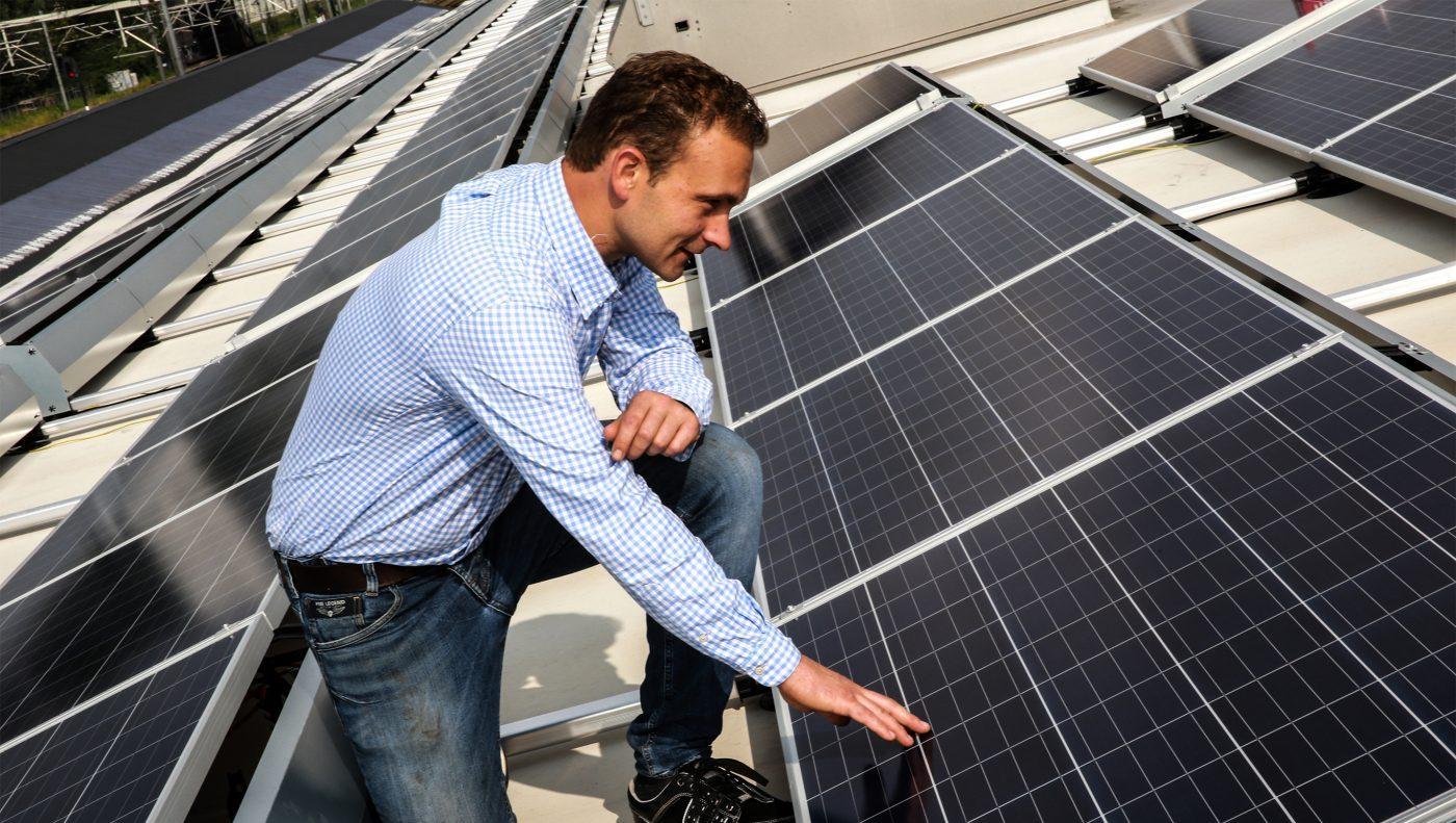 DeFabrique installeert zonnedak - DeFabrique installs solar panels