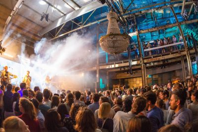 Perserij - Feest - Band - Kroonluchter - Tips eventmanagers - Dutch Venue Association - Impactvol evenement organiseren