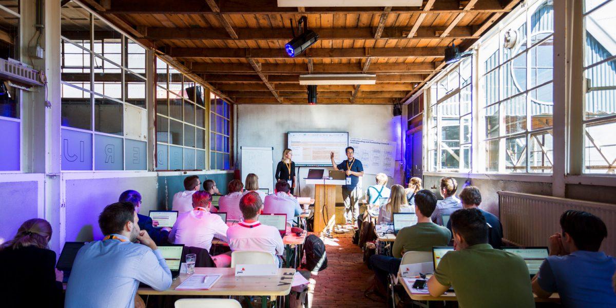 Smederij - subruimte - congres - spreker - schoolopstelling - kuipstoelen - Unconference - gedragsverandering - Onconferentie Nederland - Onconferentie locatie